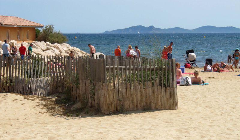 AzurAlive.com: Miramar Beach in La Londe les Maures