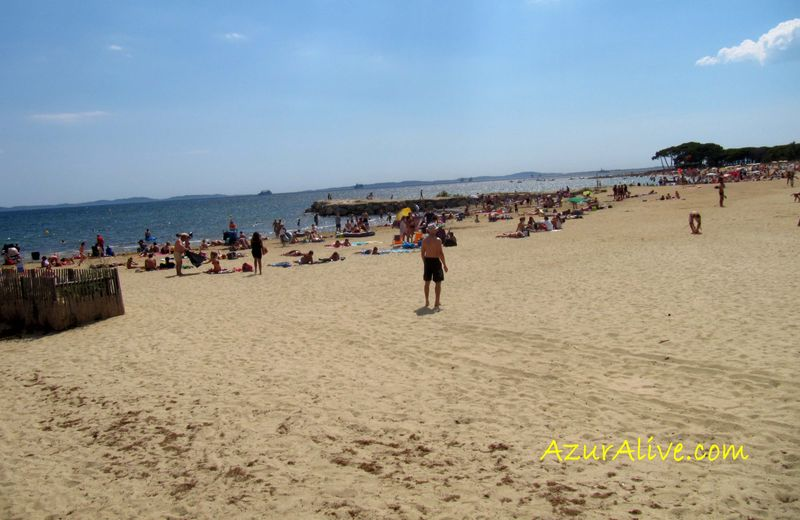AzurAlive.com: Miramar Beach in La Londe les Maures, French Riviera